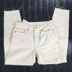 Levis Distressed Crop/Ankle Jeans Size 27 NEW